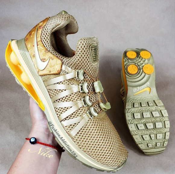 best sneakers f2566 67a3f Nike Shox Gravity Women's Metallic Gold sneakers NWT